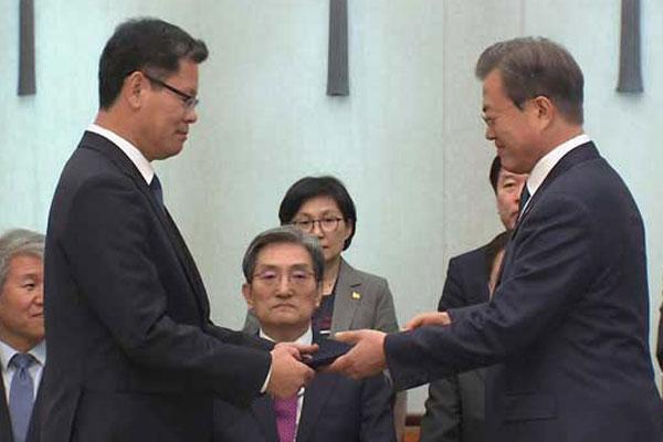 Moon Jae-in nomme cinq nouveaux ministres