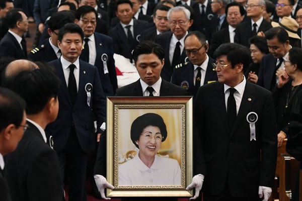 Late First Lady Lee Hee-ho Hopes for Reconciliation in Her Will