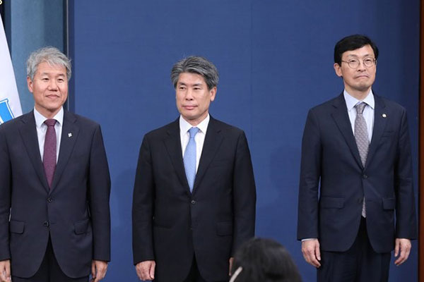 Moon Replaces Top Economic Policy Advisers, Names Prosecutor General