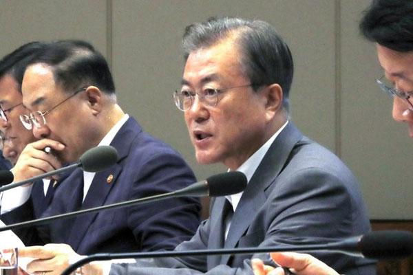 اجتماع بين الرئيس مون جيه إين وقادة الشركات الكبيرة بشأن القيود التجارية اليابانية