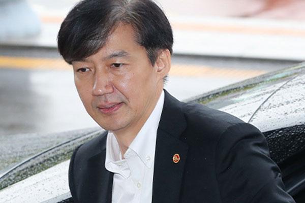 تعيين تشو كوك وزيرا للعدل رغم الجدل الشديد حوله