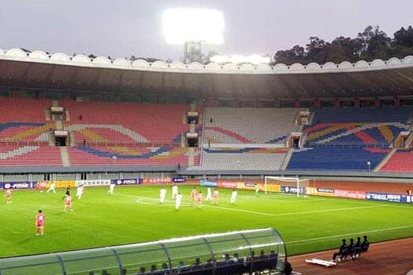 南北韩时隔29年在平壤举行足球赛