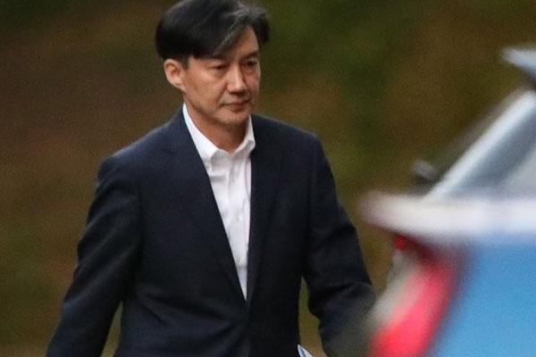 曺国法務部長官が辞任