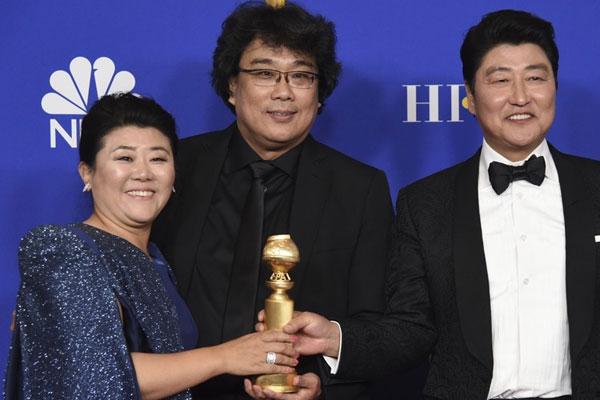 فوز فيلم الطفيلي الكوري بجائزة أفضل فيلم أجنبي في غولدن غلوب