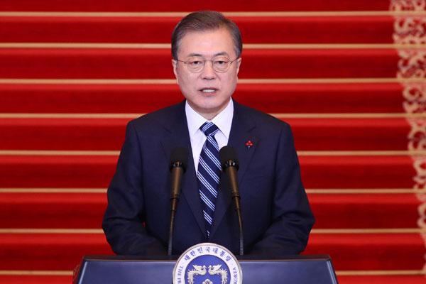 خطاب الرئيس مون جيه إين عن العام الجديد وعزمه تحسين العلاقات بين الكوريتين