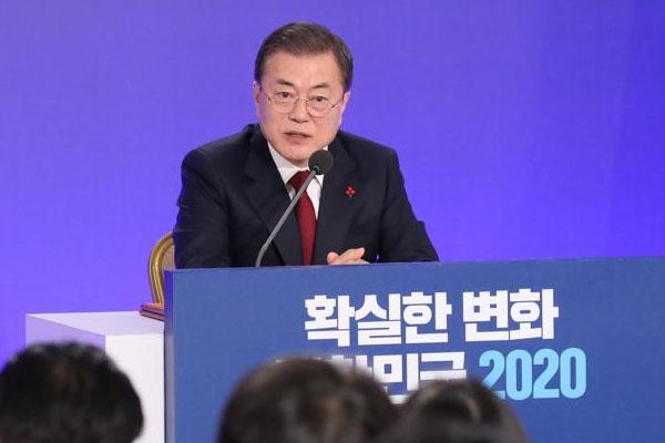 韩国总统文在寅举行新年记者会