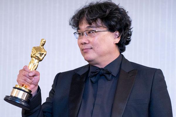 """Film Korsel """"Parasite"""" Berhasil Raih Empat Piala Oscar"""