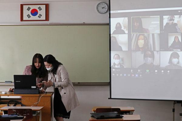 بدء العام الدراسي الجديد عبر الإنترنت لأول مرة في كوريا