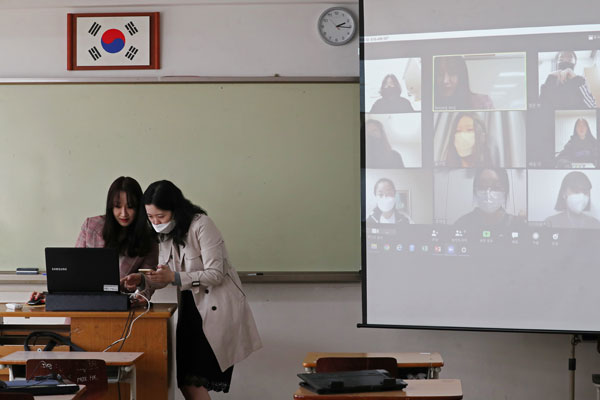 韩国各级学校本月首次线上开学