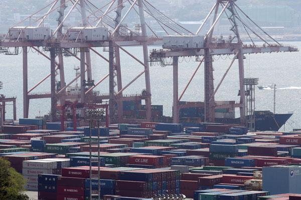 S. Korea Loses Quarter of Exports amid Pandemic Recession