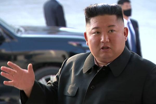 أول ظهور علني لكيم جونغ أون منهيا الشائعات عن تدهور صحته