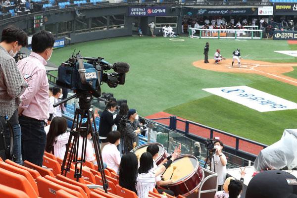 أنظار العالم تتوجه إلى دوري البيسبول للمحترفين في كوريا الجنوبية