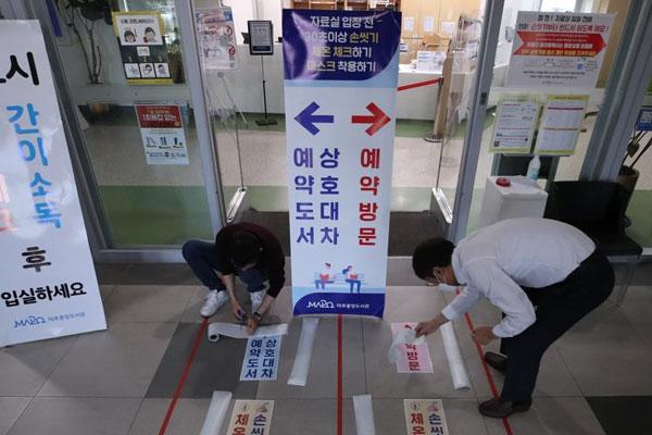 بدء تطبيق نظام التباعد الاجتماعي في الحياة اليومية في كوريا الجنوبية