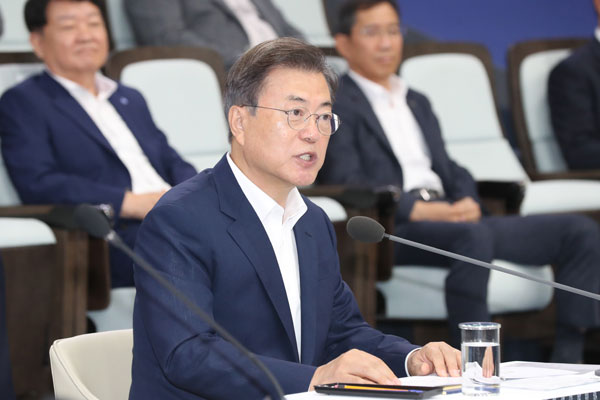Moon Seeks to Turn Japanese Trade Curb into High-Tech Opportunity