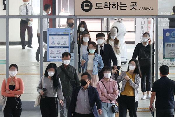 韩国在新冠疫情中度过中秋节