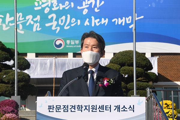 韩统一部长呼吁恢复南北关系