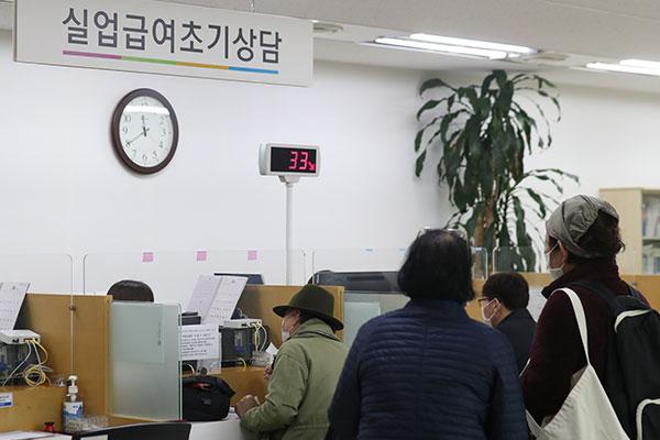 韩10月就业人数现半年来最大跌幅
