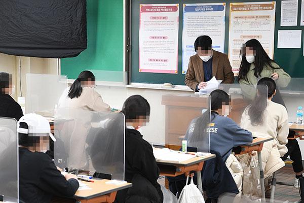 Hàn Quốc tổ chức kỳ thi tuyển sinh đại học năm học 2021 bất chấp dịch COVID-19