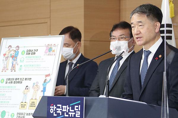 韩政府发布第4轮低生育率老龄化对策