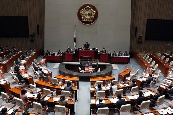 コロナ対策、国会で補正予算が成立