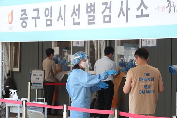Hàn Quốc nới lỏng tiêu chuẩn phòng dịch giữa lúc báo động biến thể Delta của virus COVID-19