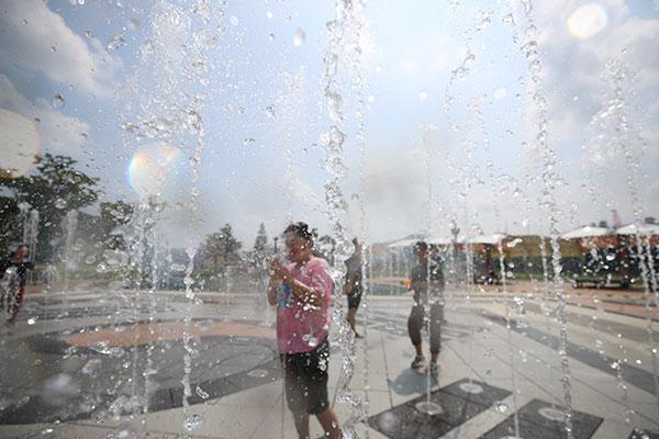 韩国各地连日遭遇高温