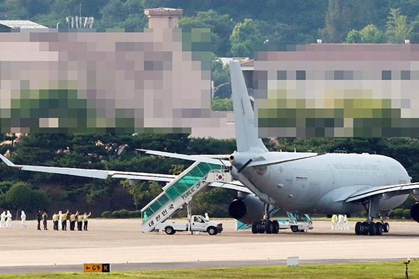 COVID-19-Stricken Cheonghae Unit Sailors Arrive in S. Korea