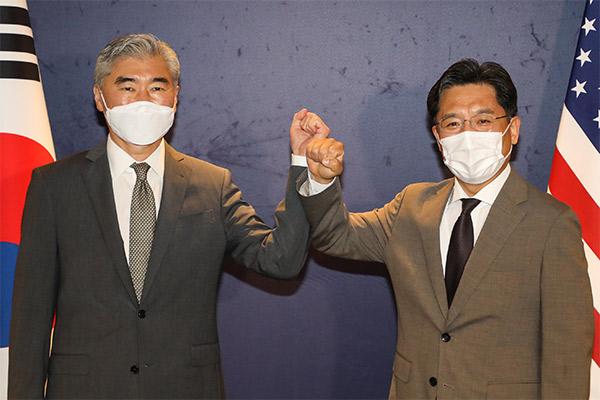 S. Korea, US Envoys Hold Talks on N. Korea Nuclear Issue amid Joint Drills