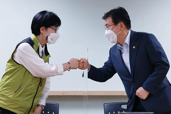韩卫生医疗工会与政府达成协议 取消罢工