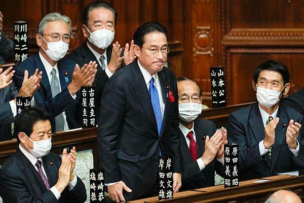 自民党総裁選で岸田文雄氏を新総裁に選出