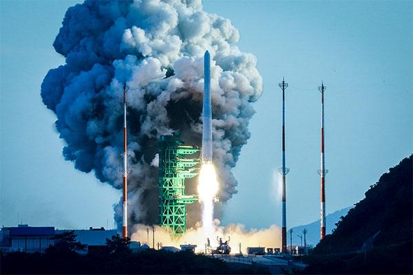 Лётные испытания южнокорейской ракеты-носителя «Нурихо»