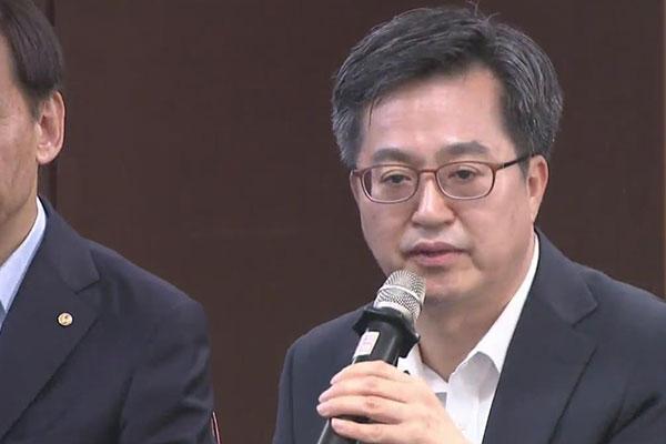 """[정치] 김동연 """"최저임금 인상, 경제운용에 부담"""""""
