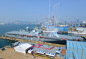 La Marina estrena barco carguero