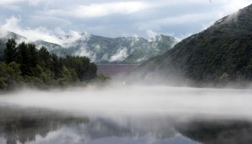 Nebel über dem Soyang-Fluss
