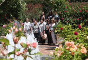 Foreign Envoys' Spouses Enjoy Rose Festival
