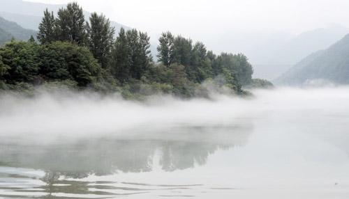 Soyang-Fluss im Nebel
