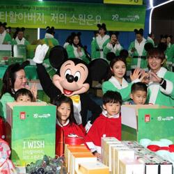 ミッキーマウスと一緒にやるプレゼント包み