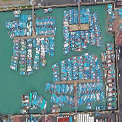 القوارب في مواقعها في إنتظار الإعصار