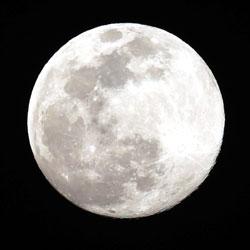الليلة، رؤية القمر مكتملا!