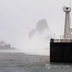 Gelombang Tinggi di Pelabuhan Gageodo