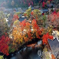 Tempel im Herbst