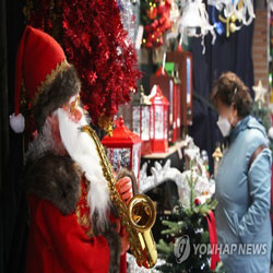 Suasana Natal Berkat Santa Klaus