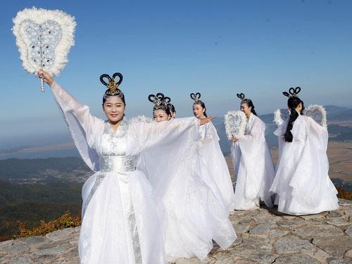 Elegant Dance of Maidens