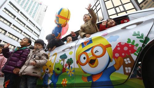 Children Drawn to Pororo Cab