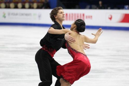 韓国アイスダンスチームの見事な演技