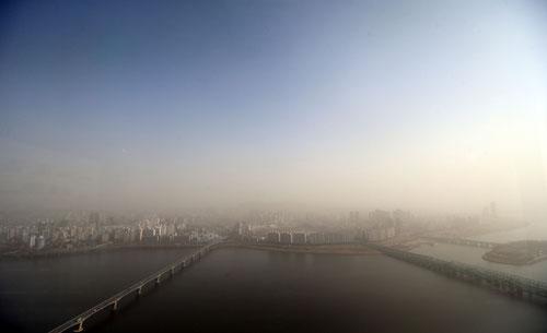 Seoul tertutup debu kuning