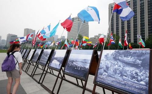 Флаги 67 стран мира, поддержавших РК во время Корейской войны