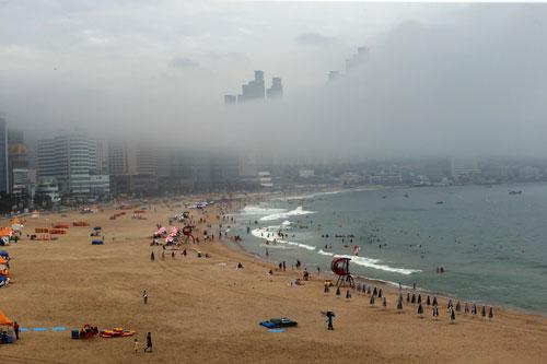 Strand im Nebel