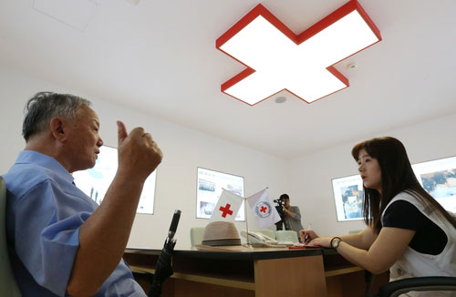 Families Visit Red Cross