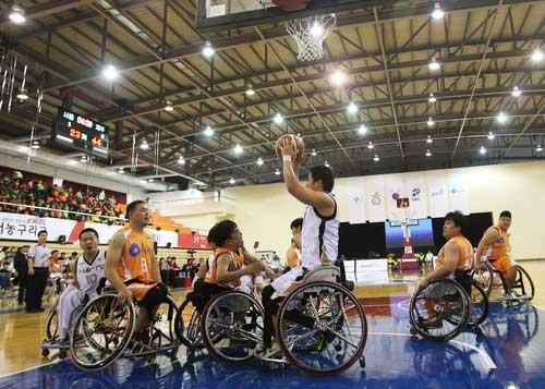 Wheelchair Basketball League Opens